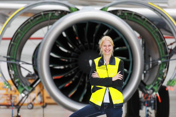 Airbus Leitwerk Karrierepfade Frau Porträtfoto © Hermann Jansen