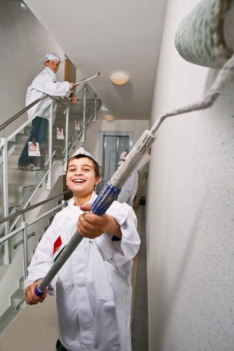 Kinder spielen Maler PR-Foto Award © Hermann Jansen