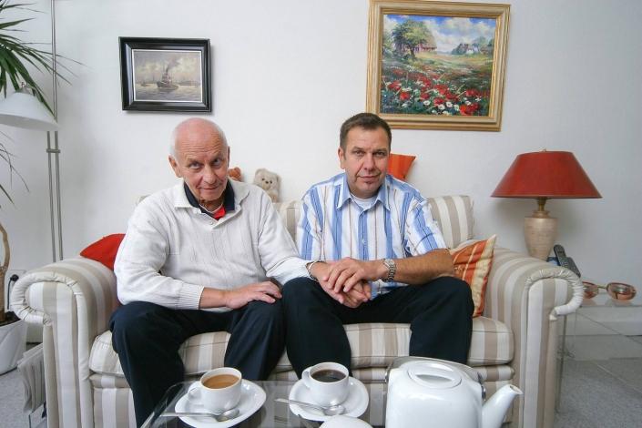 Paar im Wohnzimmer © Hermann Jansen