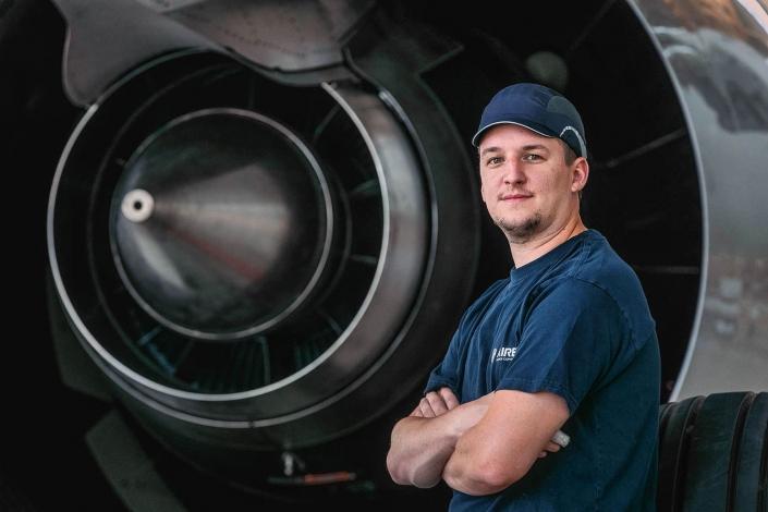 Recruitment Campaign Airbus Arbeiter Triebwerk © Hermann Jansen