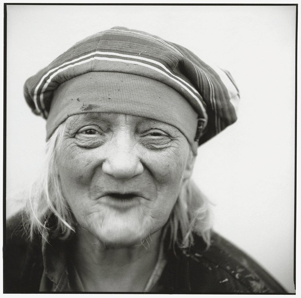 Schlumper Künstlerin Portraitfoto in schwarz weiß © Hermann Jansen