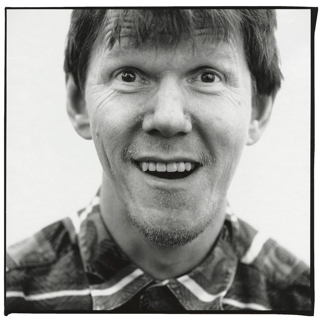 Martin Schlumper Künstler Portraitfoto in schwarz weiß © Hermann Jansen