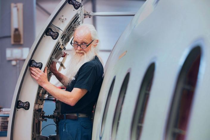 Türeinbau Airbus Mitarbeiterportrait © Hermann Jansen