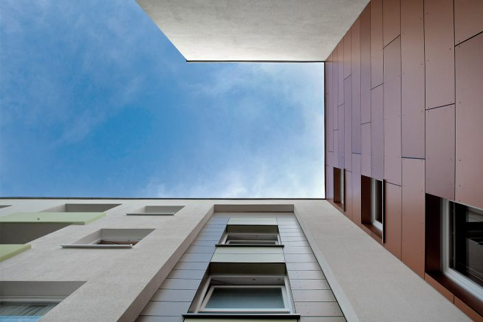Architekturfoto Wohnanlage Rahewinkel DHU Hamburg Froschperspektive © Hermann Jansen